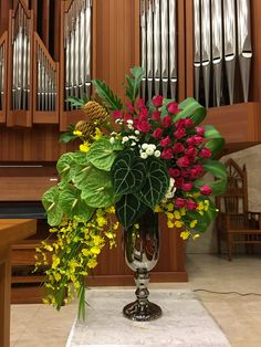 Flower arrangement and design is considered an art. When before one would only pick flowers in the garden and put […] Hotel Flower Arrangements, Vase Arrangements, Beautiful Flower Arrangements, Unique Flowers, Beautiful Flowers, Altar Flowers, Church Flowers, Flower Vases, Funeral Flowers