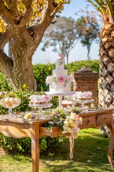 This Majestic Wedding Inspiration is just what you need this spring! Designed around Athenian landmark with 350 year old history for your royal wedding! Spring Wedding Inspiration, Royal Weddings, Greece, Tower, Table Decorations, Garden, Party, Design, Greece Country