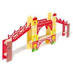 Ce pont de 2 niveaux complète le circuit de train. Les trains roulent sur les deux niveaux. L'enfant imagine de nouvelles combinaisons d'assemblage des rails pour former un autre circuit dans lequel les trains passent l'un sur l'autre dans le même sens ou en sens inverse.