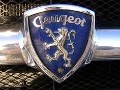 La marque française Peugeot de voitures automobiles fut fondée en 1889, la Automobiles Peugeot SA., Paris. Effectif en 2010 : 201 690 employés PSA Group. Slogan : Motion et Emotion.