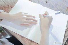 ✿ Follow Pinterest↝Bối Thiên Trà (Đừng save free nha.. Please~) Kuroo, Haikyuu, Long White Hair, Hand Pose, Hand Reference, Hold My Hand, Hand Art, My Face Book, His Hands
