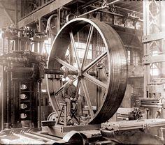 1900 - Ouvrier dans l'usine Hydraulic Machinery