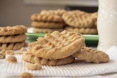 Cómo hacer galletas de nata. ¿Te gustan los sabores suaves y delicados en los postres? Entonces, esta receta de galletas de nata es ideal para ti. Son muy fáciles de preparar y un complemento perfecto para tus desayunos, merienda...