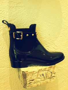 Garda | Shine with these shiny boots! Comfortable and elegant, sexy and cool! #sapatoverde #lemonjelly #veganboots