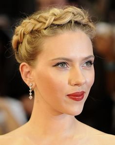 Best celebrity inspired beauty looks for the holidays.