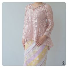 Kebaya Lace, Kebaya Brokat, Kebaya Dress, Batik Kebaya, Dress Pesta, Dress Brukat, Lace Dress, Trendy Dresses, Nice Dresses