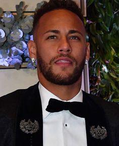 Neymar Jr, Messi Vs Ronaldo, Neymar Brazil, Girls Dream, Heart Eyes, Psg, Celebrity Pictures, Football Players, Gorgeous Men