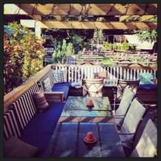 (drinks) Leather Bottle pub @ Earlsfield >>> A beer garden the size of a football pitch, massive covered/ heating smoking area, little huts to sit in, a big barbecue and an outside bar >>> 538 Garratt Lane London , SW17 0NY