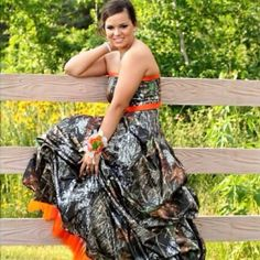 ONLY reason why I would like to get asked to prom so I could wear a camo dress! :) Im so doing this if I get asked to prom this year! Camouflage Prom Dress, Camo Prom Dresses, Prom Dreses, Camo Dress, Best Prom Dresses, Bridesmaid Dresses, Bridesmaids, Country Prom, Country Girl Style