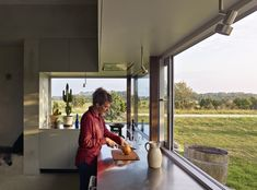 In 2017 studio Collectif Encore designed a very interesting house in Sweden. The house is unusual in the sense that it's as bare and simple on the inside Küchen Design, Interior Design, Tiny House, Sweden House, Concrete Houses, Architecture Awards, Ground Floor Plan, Swedish Design, Beautiful Kitchens