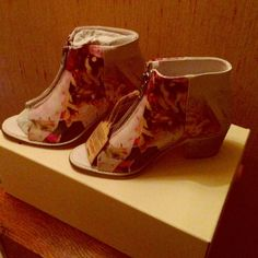 Diesel floral open toe boots sz 7.5 38 Diesel boots flowers . Open toe size USA 7.5, Eur 38. Heel height appx . 2 1/2 -2 3/4 . New in box Diesel Shoes Ankle Boots & Booties