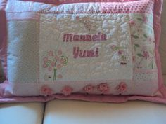 Capa de travesseiro personalizada. Detalhes www.saldaterrapatchwork.blogspot.com renata.deichsel@gmail.com face Renata Deichsel