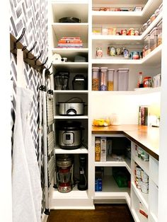 Kitchen Pantry Design, Kitchen Designs, Kitchen Ideas, Small Kitchen Pantry, Organize Small Pantry, Small Pantry Cabinet, Organized Pantry, Kitchen Cabinets, Kitchen Pantry Cabinets