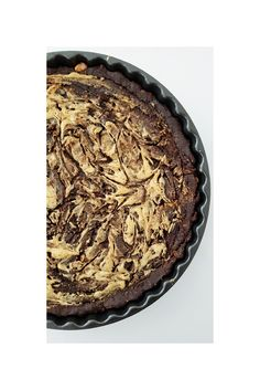 S W I R L Y • B R O W N I E • P I E In oktober hebben wij onze verjaardagen gevierd en daar hoort natuurlijk taart bij! Ik ben toen opzoek gegaan naar een Brownie recept zonder ei en bloem en het is gelukt! Super lekker taartje, een …