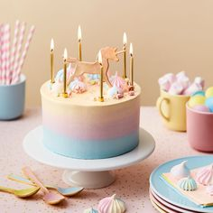 Gorgeous and refined unicorn birthday cake by Peggy Porschen Cakes (unicorn birthday cakes) Unicorn Birthday, Unicorn Party, Cake Birthday, Unicorn Rainbow Cake, Birthday Kids, Mini Cakes, Cupcake Cakes, Fete Emma, Peggy Porschen Cakes