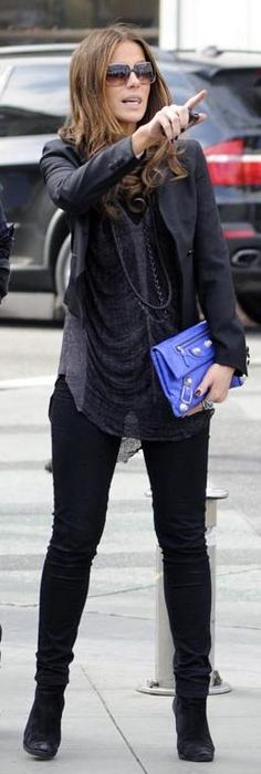 Who made Kate Beckinsale's blue clutch that she wore in Santa Monica, January 31, 2010?