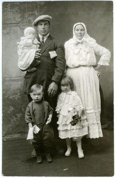"""Doukhobor family"" | saskhistoryonline.ca"