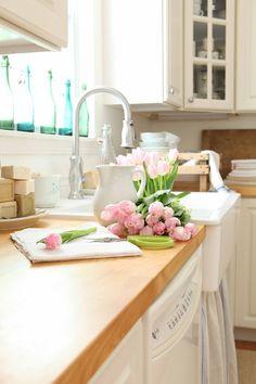 Love a farmhouse sink