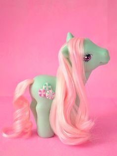 21 Smells Girls Will Never Forget- My Little Pony: I can instantly recall that sort of soft baby powder-ish plastic. 90s Childhood, My Childhood Memories, Vintage Toys, Retro Vintage, Little Poni, 90s Girl, Lisa Frank, 90s Nostalgia, Ol Days