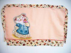 Avental de cintura pintado a mão, confeccionado em tecido de sacaria de algodão estilotex, com acabamento em tecido de algodão estampado, e opções de cores e temas a serem pintados.