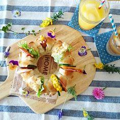 2015.3.27 (金)  りんご酵母で リングちぎりパン  今日はひと安心の 気持ちを込めて ベランダで咲く 花を集めてきました  また笑顔で、姉妹4人が 集まれますように