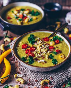 Rezept für ein gesundes und leckeres veganes gelbe Linsen Dal mit Kokosmilch - schnell und einfach zubereitet - perfekt zum Aufwärmen oder zum Mitnehmen für die Mittagspause - milchfrei ! ;-)