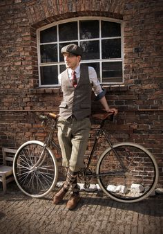 tweed run with 1921 clément bicycle Bici Retro, Velo Retro, Velo Vintage, Vintage Men, Vintage Hats, Vintage Outfits, Vintage Fashion, Fashion 1920s, Victorian Fashion