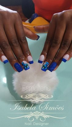 Quando o assunto são unhas decoradas o que não faltam são novidades, e uma que vem conquistando o público feminino é a unha 3D com destaque para as florais que são perfeitas para ocasiões que pedem uma unha especial como festa de debutante e casamentos. As unhas decoradas com flores 3D surgiram há algum tempo,… Gel Nails, Nail Polish, Toe Nail Designs, Blue Nails, Class Ring, Hair Beauty, Nail Art, Nail Art Flowers, Flower Nails