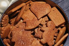 Omas Lebkuchen - ein sehr altes Rezept Grandma& gingerbread - a very old recipe! Christmas Sweets Recipes, Holiday Desserts, Christmas Baking, Old Recipes, Sweet Recipes, Cookie Recipes, Cake Cookies, Cupcakes, German Baking