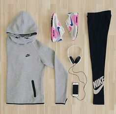 Nike shoes Nike roshe Nike Air Max Nike free run Nike USD. Nike Nike Nike love love love~~~want want want! Nike Outfits, Cute Gym Outfits, Sport Outfits, Casual Outfits, Workout Attire, Workout Wear, Nike Workout, Workout Outfits, Athletic Outfits