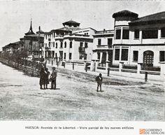 Vista parcial de los nuevos edificios de la Avenida de la Libertad (Huesca)