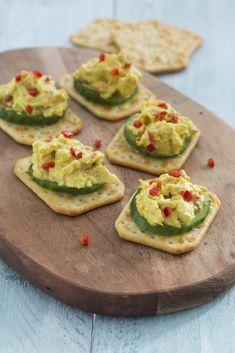Recepten voor heerlijke TUC toppings zoals heksenkaas, kipkerriesalade en avocado met salsa.
