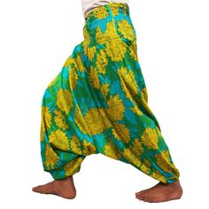 this is img Comfortable Outfits, Casual Wear, Harem Pants, Beautiful Women, Comfy, Yoga, Clothing, How To Wear, Style