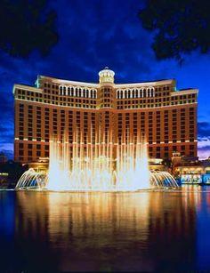 """The Fountains of Bellagio, Lasvegas. 【H.I.S.】ラスベガスといえばこちらのホテル """"ベラッジオ"""""""