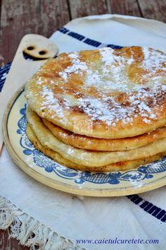 Gogosi in foi (de post) | CAIETUL CU RETETE Egg Free Recipes, Sweets Recipes, Cookie Recipes, Vegan Recipes, Romanian Desserts, Romanian Food, Romanian Recipes, Churros, Bite Size Food