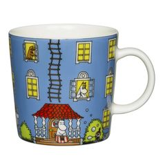 Moomin 70 years Special Edition mug by Arabia features Moominhouse. The mug holds l and every package contains a red paper roof for you to create your own Moominhouse out of. In 1945 Tove Jansson wrote her first book about the Moomin family, Moomin House, Moomin Shop, Moomin Mugs, Les Moomins, Moomin Valley, Tove Jansson, 70th Anniversary, Red Paper, Mug Designs