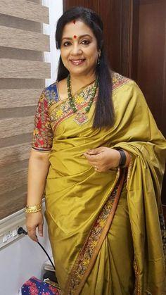 Most Mature Aunty Kalamkari Saree, Kanjivaram Sarees, Indian Silk Sarees, Indian Beauty Saree, Blouse Patterns, Saree Blouse Designs, Drape Sarees, Aunty In Saree, Indian Jewellery Design