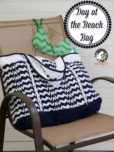 Day at the Beach Bag - free #crochet pattern! A big big bag with lots of great little details from Mooglyblog.com
