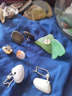 Beach gifts earrings: stones, glass, shells/doni di spiaggia: orecchini:ciottoli, conchiglie, vetri