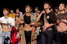 Lee Geon - Jota - Heojun - Moos showing their abs 😋