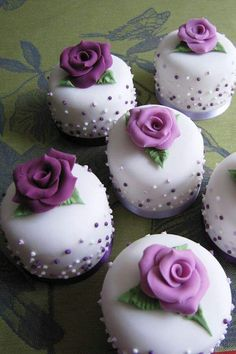 mini cakes are a classy alternitave to cupcakes for a wedding Beautiful Cupcakes, Gorgeous Cakes, Pretty Cakes, Cute Cakes, Amazing Cakes, Fancy Cakes, Mini Cakes, Cupcake Cakes, Mini Wedding Cakes
