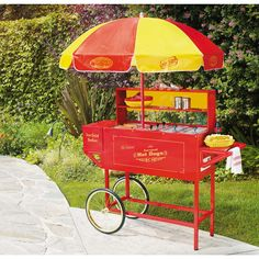 Feed and entertain your guests at the same time with the vintage carnival hot dog cart from Nostalgia Electrics. Complete with an adjustable grill and hot dog rollers to keep your franks piping hot, t Carnival Themes, Circus Theme, Circus Party, Carnival Snacks, Dumbo's Circus, Carnival Booths, Kids Carnival, Halloween Carnival, Hot Dogs