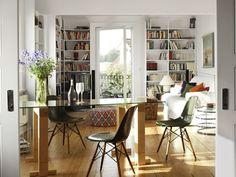 Wenig Raum, viele Ideen: Nach diesem Motto handelte ein Bauherrenpaar, das eine nur 65 Quadratmeter große Wohnung über der Elbe kaufte - und trotzdem damit glücklich ist.