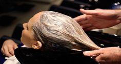 Clareia, da brilho e amacia o cabelo: misture 3cs mel; 3 cs canela em pó, 5-6 cs condicionador. Observação: A quantidade desta receita deve ser utilizada em uma única lavagem para mulheres com cabelos longos.  Se você tem cabelos curtos, na altura dos ombros, deve usar a metade de todos os ingredientes.