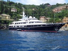 VIRGINIAN, type:Yacht, built:1991, GT:1027, http://www.vesselfinder.com/vessels/VIRGINIAN-IMO-1004493-MMSI-310181000