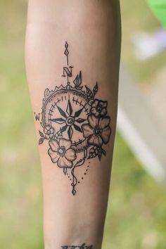 Woman's compass tattoo – # – Tattoos – Tattooo Feminine Compass Tattoo, Mandala Compass Tattoo, Small Compass Tattoo, Compass Tattoo Design, Dope Tattoos, Wrist Tattoos, Skull Tattoos, Dr Tattoo, Henna Tattoo Hand