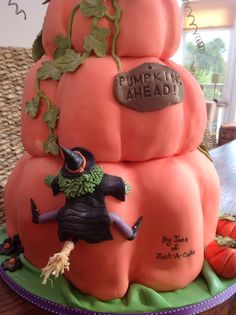 LET ME SHOW YOU HOW cake decorating classes run by Jane Coull of