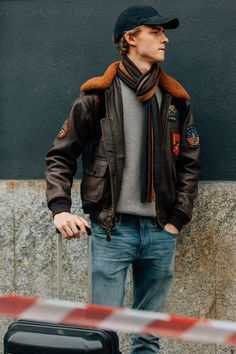 Check out all of the crossbody bags, puffer jackets, and swervy topcoats you can handle from the Fall/Winter 2018 shows in our exclusive street style gallery. Cool Street Fashion, Milan Fashion, Fashion Fall, Fashion Tips, Mens Cashmere Scarf, Best Mens Fashion, Men Style Tips, Male Style, Men Street