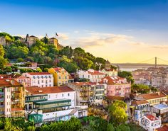 Popular places to visit in Portugal are accessible by car. On this road trip from Lisbon discover the best things to do in Portugal: Lisbon & beyond! Lonely Planet, Cheap European Cities, Cities In Europe, European Travel, European Destination, Amazing Destinations, Travel Destinations, Travel Tips, Travel Expert