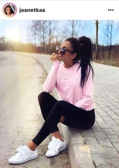 Discovered by Fashion and beauty. Find images and videos on We Heart It - the app to get lost in what you love. Cute Sporty Outfits, Casual Outfits For Moms, Mom Outfits, Teen Fashion Outfits, Stylish Outfits, Spring Outfits, Outfits Leggins, Fashion Mode, Comfortable Outfits